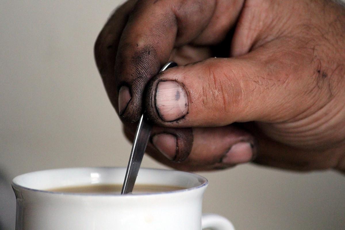 monteur vieze handen