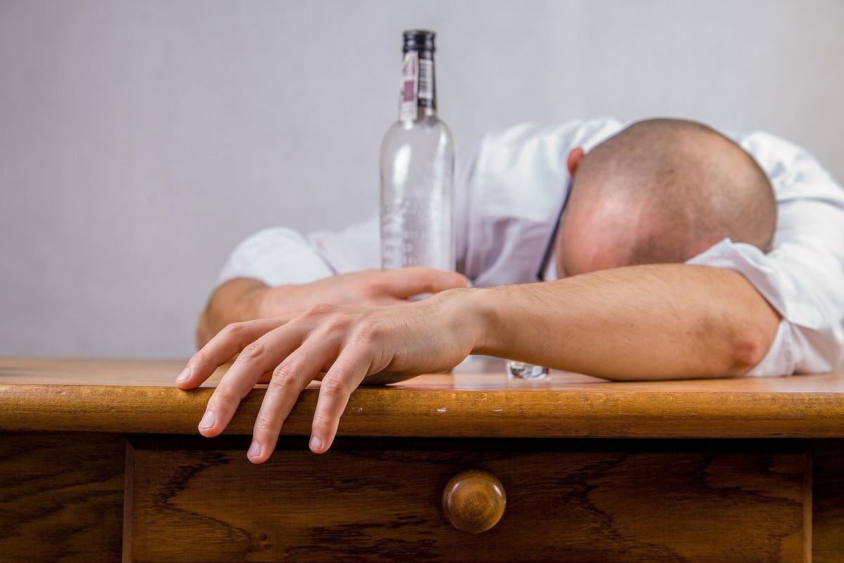 dronken man alcohol