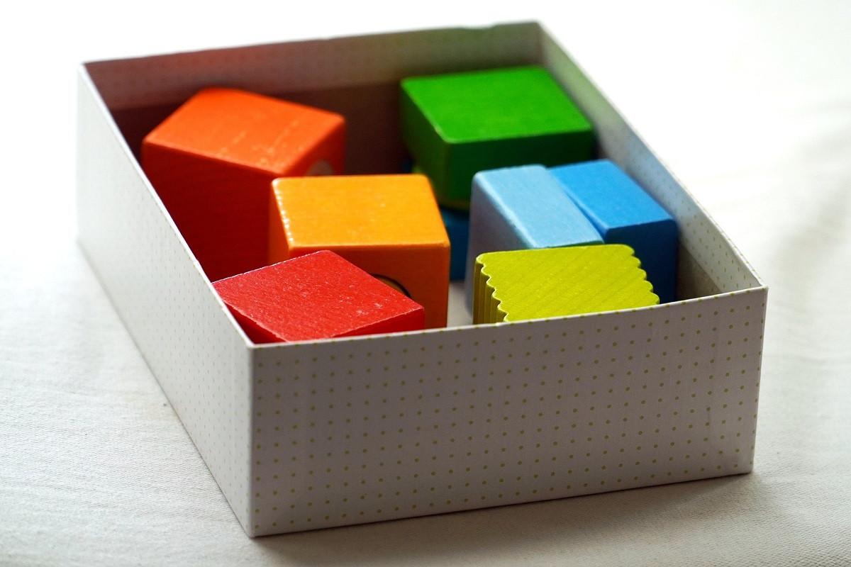 doosje met puzzelstukjes
